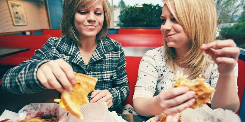 Comer comida al paso provoca obesidad