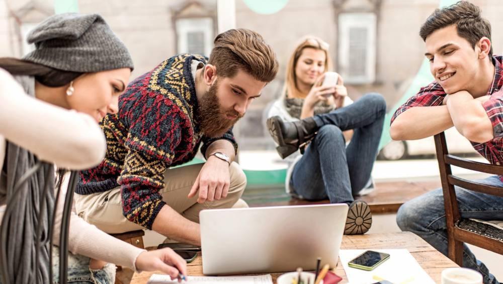 Cómo afectan a los jóvenes estar pendiente de la tecnologìa