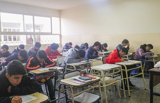 Casi 3 de cada 10 alumnos repiten primer año repite la Secundaria